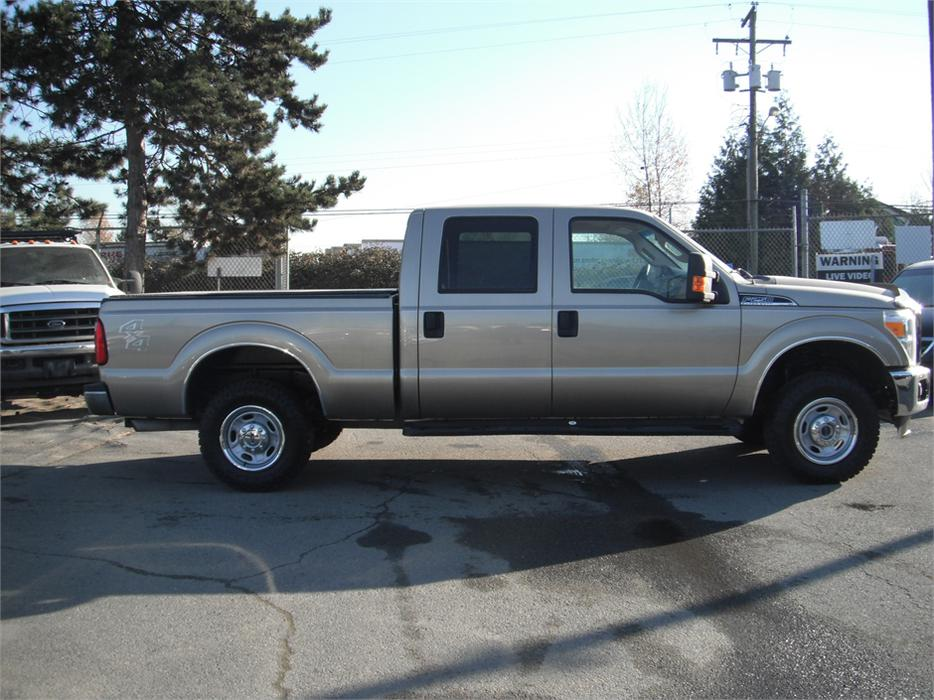2012 ford f 250 sd xlt crew cab 4wd short box with tonneau cover outside comox valley courtenay. Black Bedroom Furniture Sets. Home Design Ideas