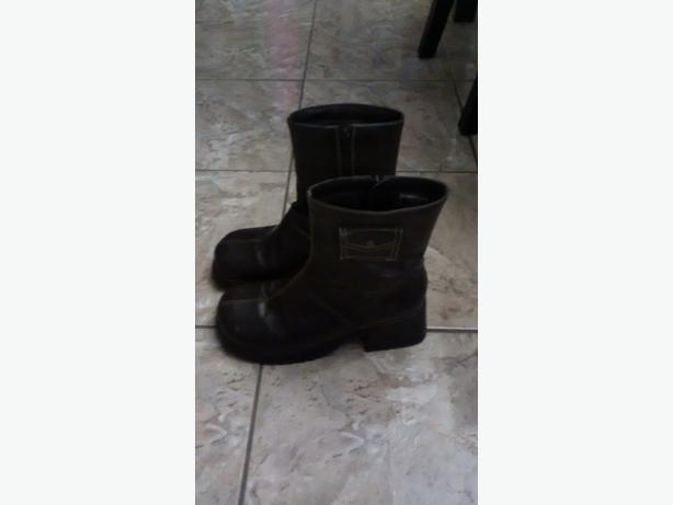 Ladies Boots - Size 9