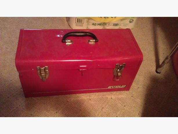 """20"""" Metal toolbox"""