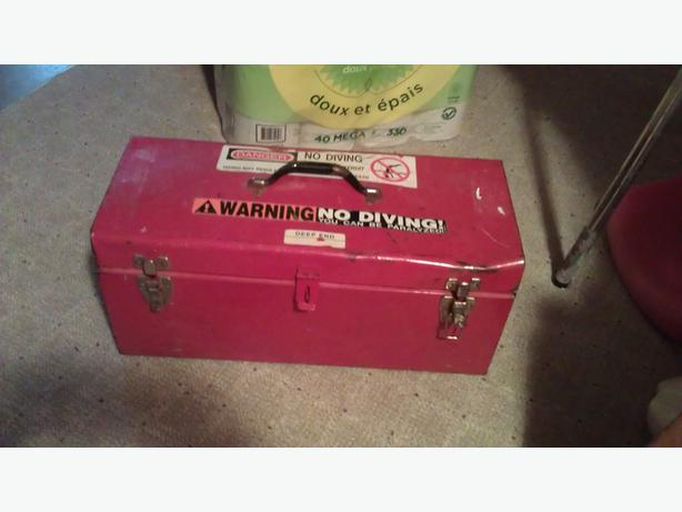 "20"" tool box w one broken latch"