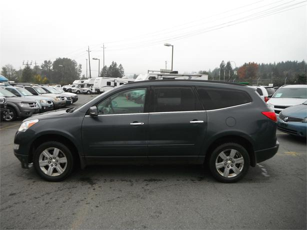 2010 chevrolet traverse lt awd with 3rd row seating outside comox valley comox valley mobile. Black Bedroom Furniture Sets. Home Design Ideas