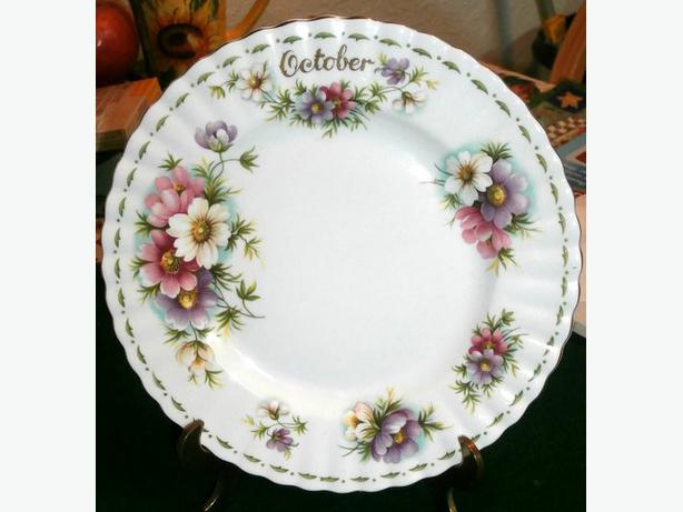 Royal Albert 'October' Collector Plate-c