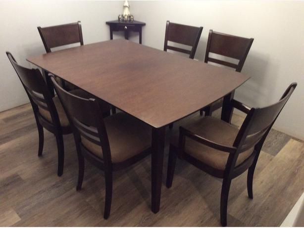 Hamilton Spill Dinning table and 6 chairs Saanich Victoria
