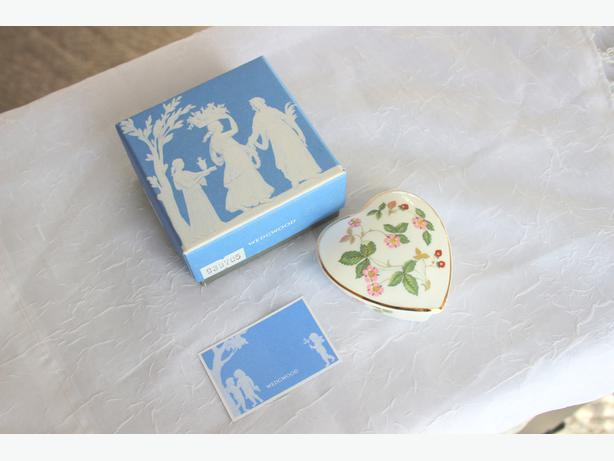 Reduce price: Wedgwood Wild Strawberry  Heart  Box