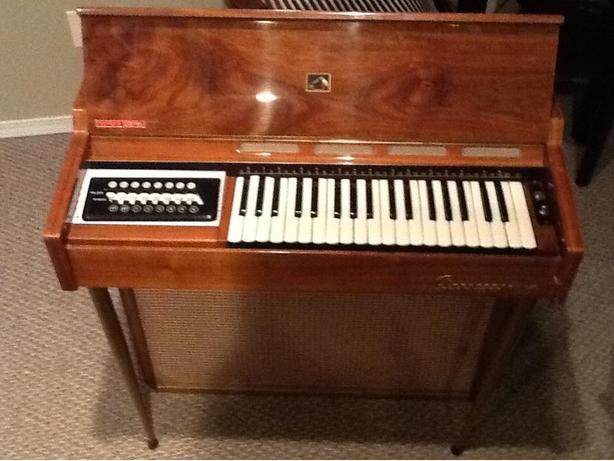 VINTAGE 1950'S FARFISA MINI PIANO ORGAN PIANORGAN