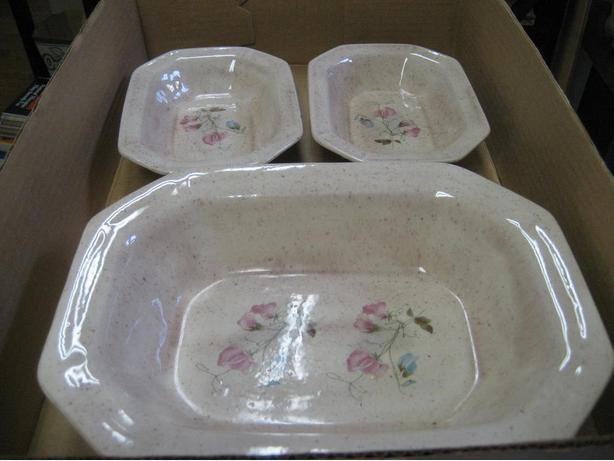 Reduced price Set of 3 decorative serving dishes