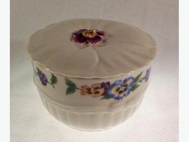 Belleek Enchanted Garden trinket box