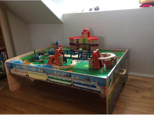 Train table with Thomas and Chuggington accessories & Train table with Thomas and Chuggington accessories Central Regina ...