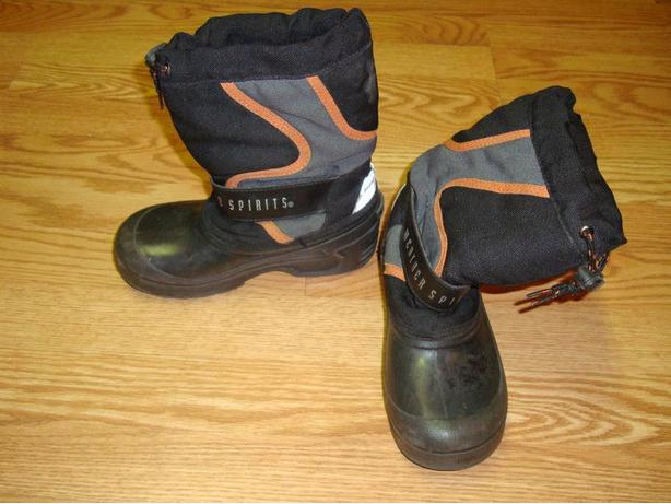 Like New Pair of Weather Spirits Winter Boots Youth Size 1 - $5