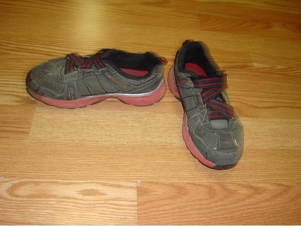 Black Runners Sketchers Youth Size 2! $3