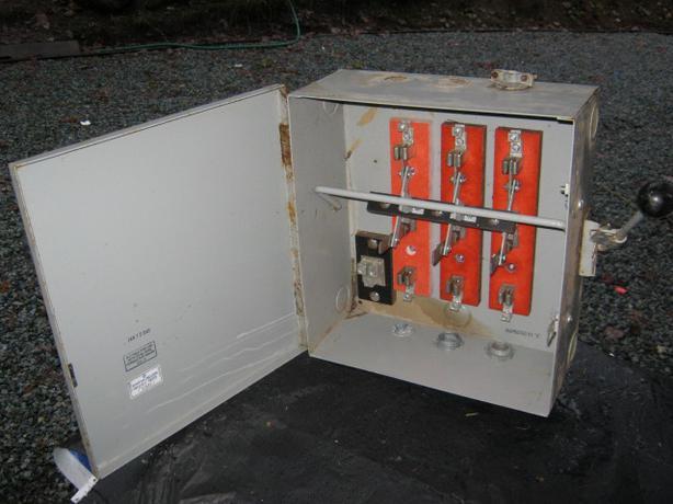 Circuit Changeover Switch 60 AMP & 600 VOLT & 3 poles