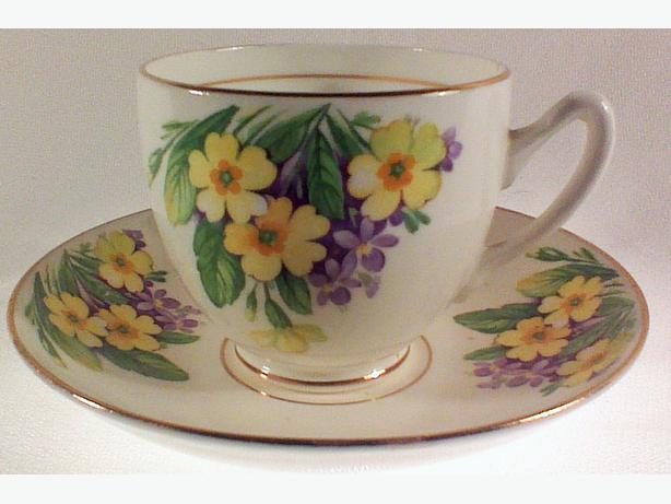 Duchess primroses teacup & saucer