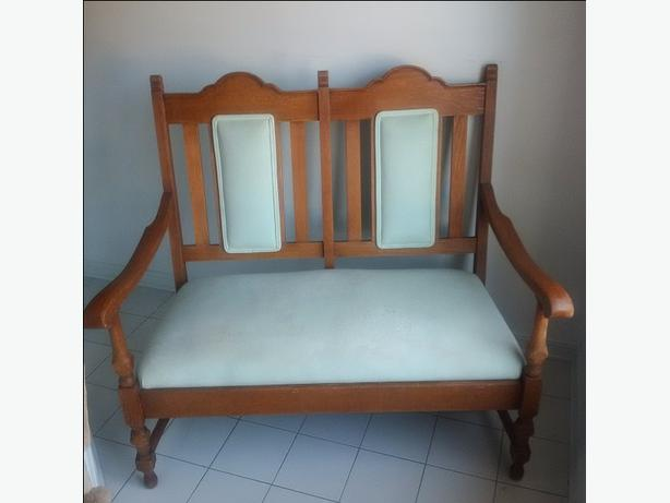ANTIQUE EUROPEAN SETTEE