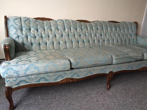 7 Foot Antique French Provincial Sofa 200 Obo Charlottetown Pei