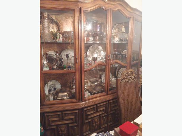 Dining room set with 6 chairs and China cabinet