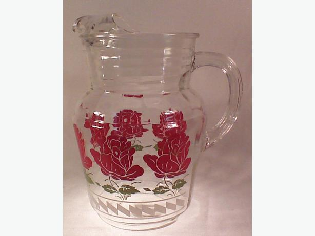 Retro glass pitcher with ice lip