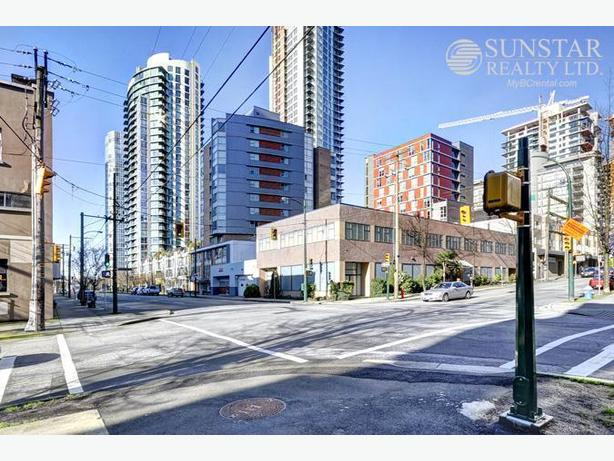Yaletown Furnished Studio by Seawall w/ Partial Water Views @ The 501 (1403)