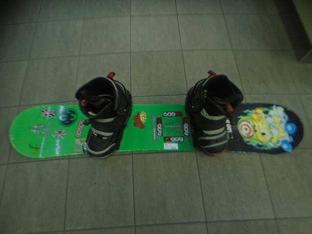 WORLD INDUSTRIES BOARD WITH BURTON BINDINGS**MONEYMAXX**