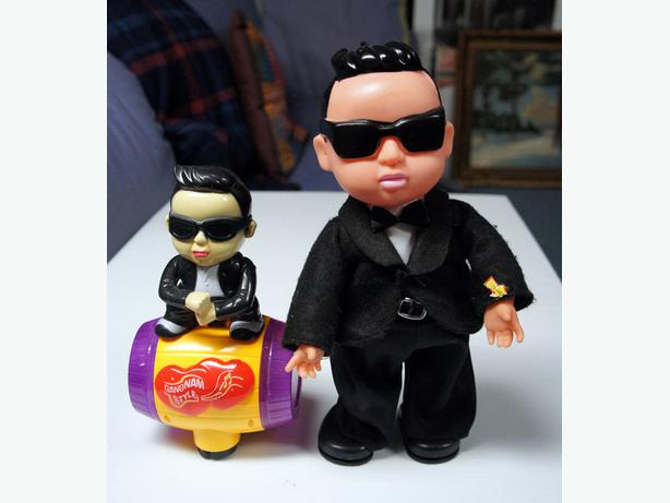 Two vintage Gangnam Style music & dancing dolls