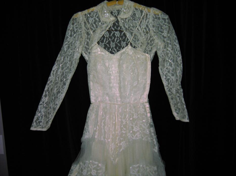 Vintage wedding dress victoria city victoria mobile for Used wedding dresses victoria bc