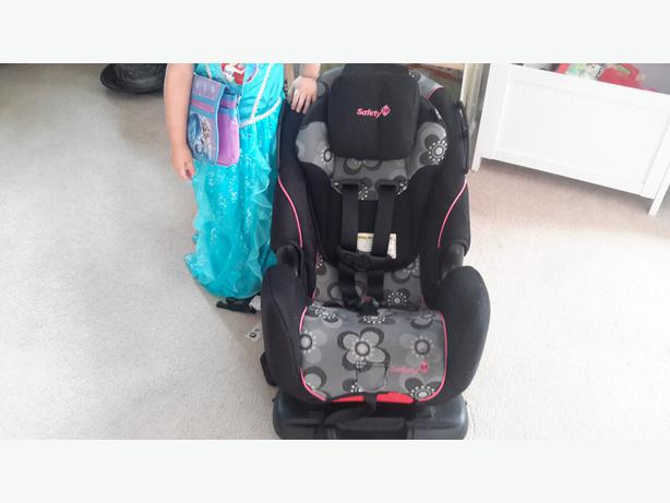 Flowered safety 1st alpha omega 65 Dixie car seat Esquimalt & View ...