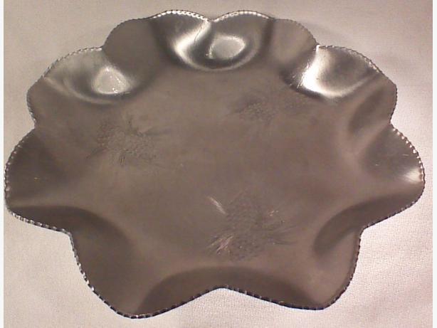 Aluminum ruffled serving tray