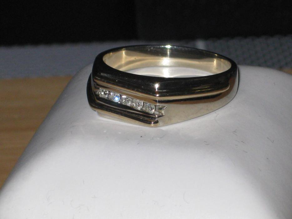 price reduced 10k white gold ring with 5 diamonds size
