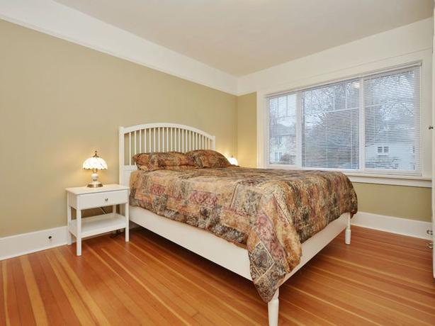 ikea tyssedal bedside table. Black Bedroom Furniture Sets. Home Design Ideas