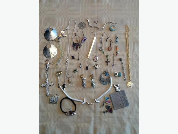 Grab bag of miscellaneous jewelry pieces gold, silver, Jade and other