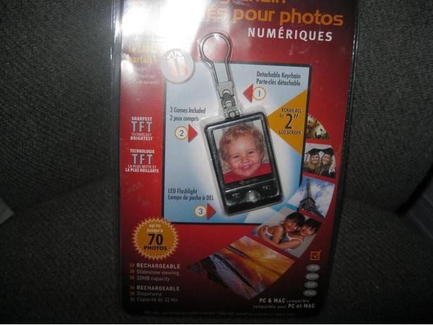 BRAND NEW & UNOPENED - Digital Photo Keychain