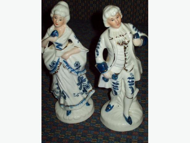 COLONIAL COUPLE FIGURINES