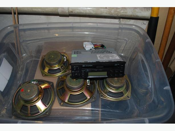 Clarion AM FM CD Player 4 speakers and 2 subwoofers