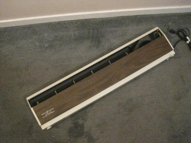PORTABLE GE 1500 WATT BASEBOARD HEATER WITH FAN