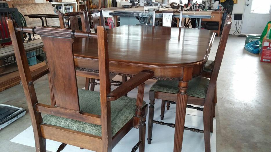 Solid wood antique dining room table and 6 chairs for Dining room tables kelowna