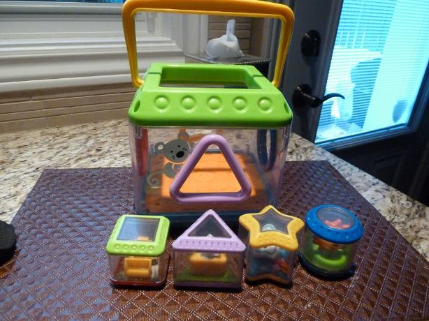 Fisher Price Peek-A-Blocks: Musical Shape Sorter