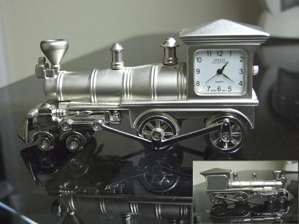Aluminum cast locomotive Miniature desktop clock