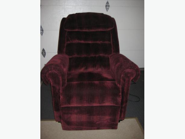 Golden MaxiComfort Relaxer Lift Chair