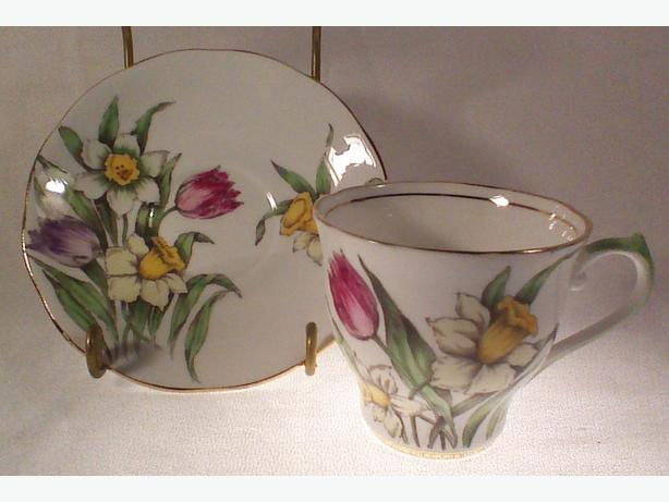 Salisbury teacup and saucer Tulips and Daffodil