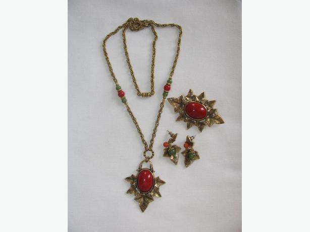 Vintage Necklace Brooch Pin & Earrings Set Carnelian & Jade Glass Bookpiece