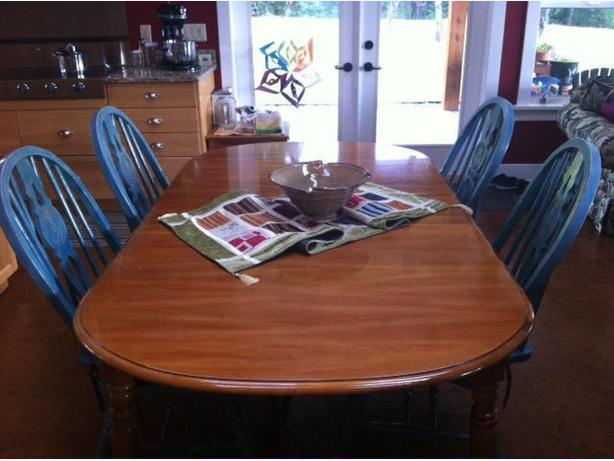 Dinning Room/Kitchen Table & Chairs