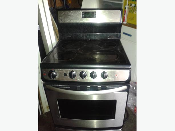 GE Stainless Apartment Size Stove 80 OBO Victoria City, Victoria