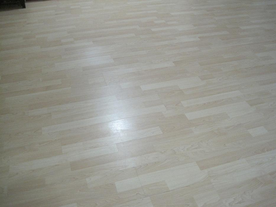 Maple laminate flooring almost free gloucester ottawa for Laminate flooring waterloo