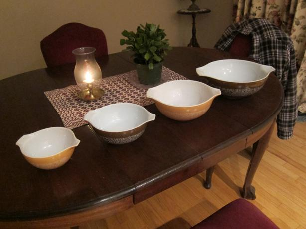 Nice Set of 4 Pyrex Mixing Bowls