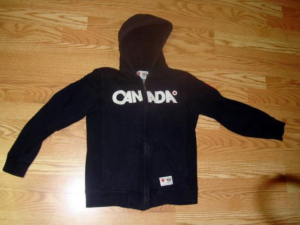 Like New Black Roots Canada Hoody Fleece Jacket Size 11-12 Youth - $7