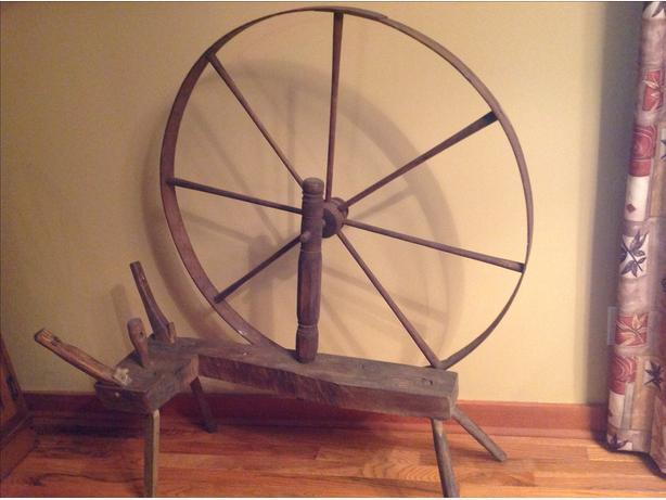 antique. Spinning wheel