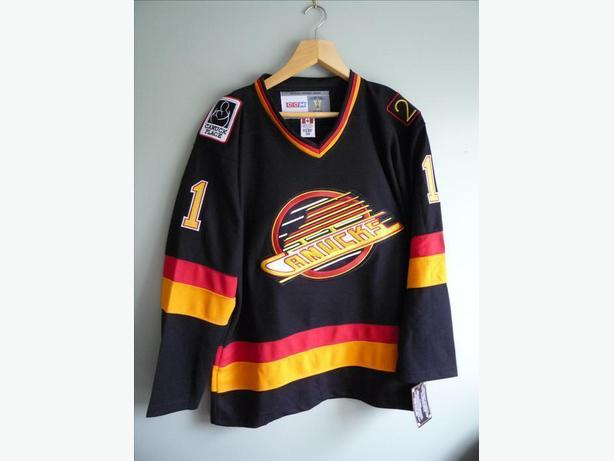 NHL HOCKEY VANCOUVER CANUCKS RETRO SKATE LOGO JERSEY MCLEAN