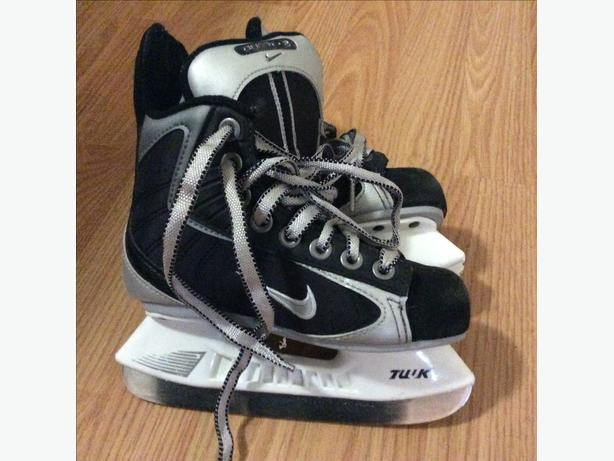 Nike Youth Hockey Skates size 10