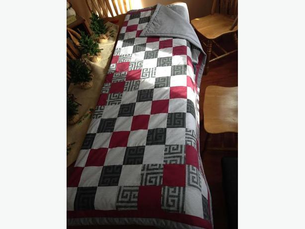 Handmade Newfoundland quilt (queen size)