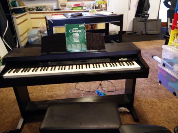 yamaha clavinova clp 880 electric piano saanich victoria