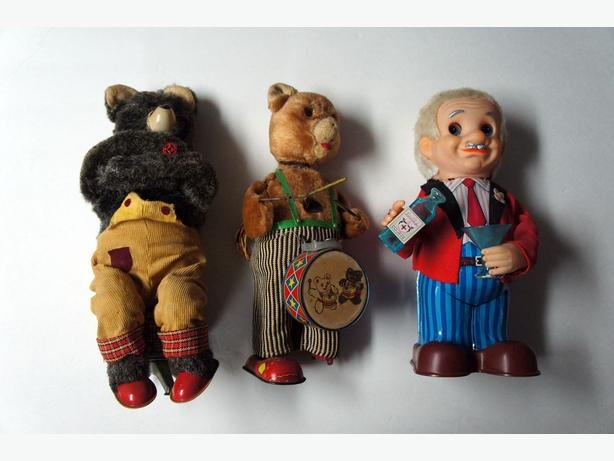 Vintage Alps Bears and Blushing Willy Tin - Restore or Parts